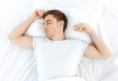 Dormir boca arriba postura