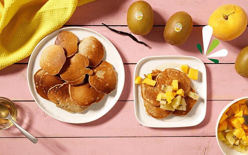 Tortitas integrales con kiwi Zespri™ SunGold con sirope